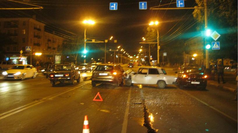 В Тамбове водитель без прав протаранил на перекрёстке три автомобиля