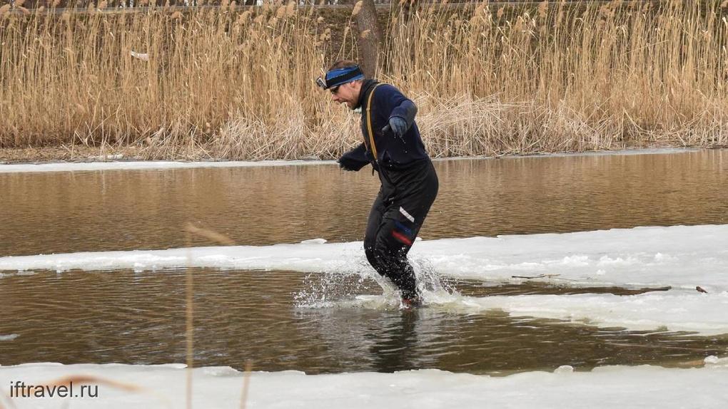 Тамбовчанин прокатился на лыжах по Цне. В апреле