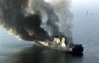 Россияне спасли новозеландцев с горящего плавучего рыбзавода