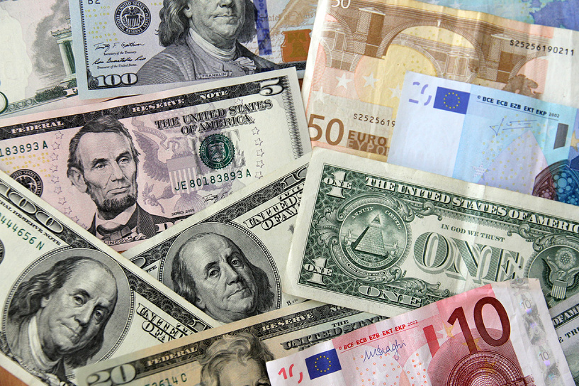 Скоро встретятся: нефть ниже 68 долларов, евро — выше 65 рублей