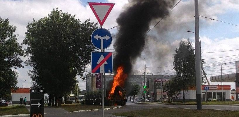 На бульваре Энтузиастов взорвался экскаватор