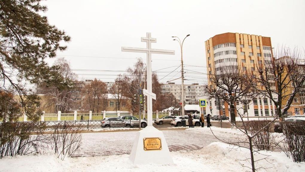 В Тамбове на Первомайской площади поставили Поклонный крест на месте ранее разрушенного храма