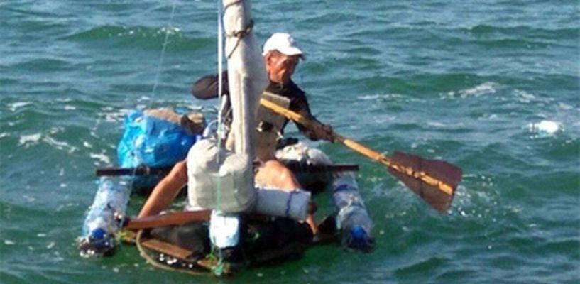 Житель Саратова отправился в Крым на плоту из пластиковых бутылок
