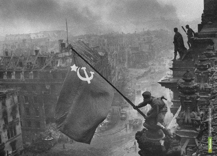 В столице выставили оригинал снимка «Знамя Победы над Рейхстагом»
