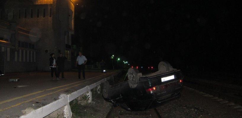 Под Тамбовом автомобиль перевернулся на железнодорожные пути