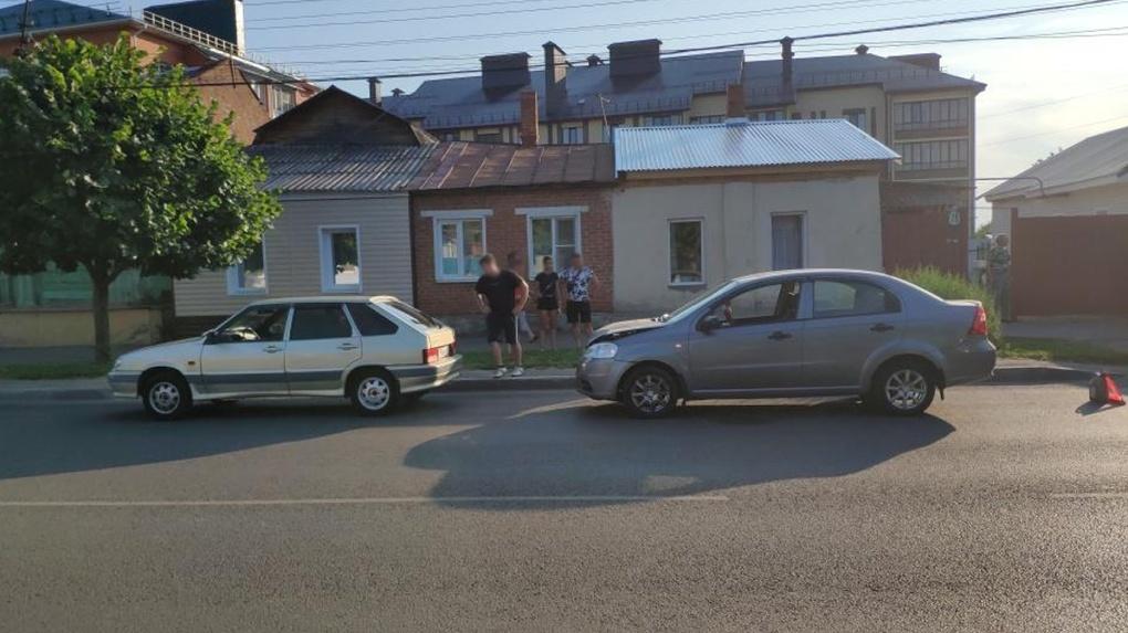 В Тамбове Шевроле столкнулась с «четырнадцатой»