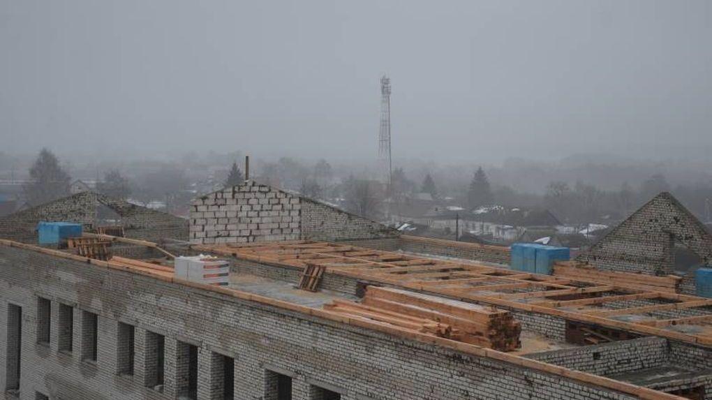 Современная и масштабная школа в Рассказово: скоро начнут ставить оконные блоки