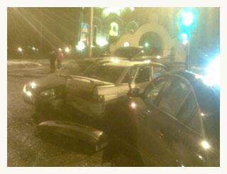 В центре Тамбова не поделили дорогу сразу три авто