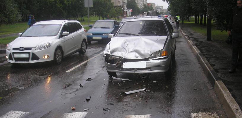 «Пятнадцатая» врезалась в Chevrolet Niva на улице Рылеева