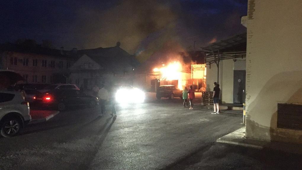 В Тамбове горит ресторан на Державинской