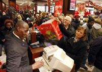 На распродажах в США покалечены и затоптаны десятки человек