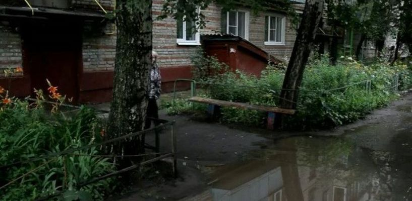 Затопленный двор Тамбова попал на Первый канал