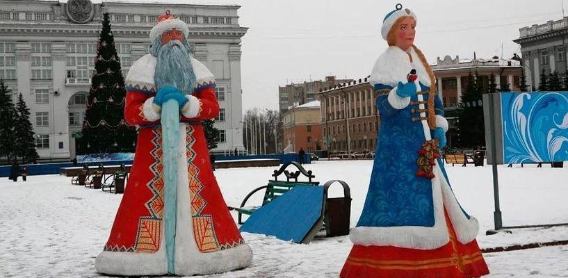 «Преступление против Нового года»: в Кирсанове вандалов накажут за покорёженных Деда Мороза и Снегурочку