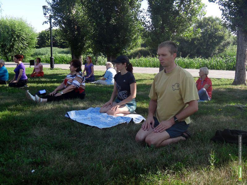 Тамбовчан приглашают на занятия йогой на открытом воздухе