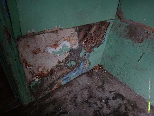 Жильцы дома по адресу Защитная, 8 могут лишиться крыши над головой