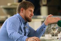 Кадыров раздал нуждающимся чеченцам деньги пачками