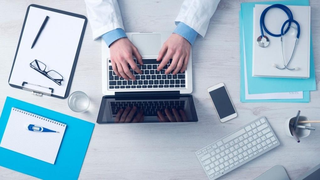 За недостоверные записи в электронных медицинских картах врачи могут получить штраф или лишиться работы