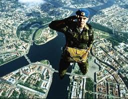 Солдатам ВДВ добавят жалованье за прыжки с парашютом