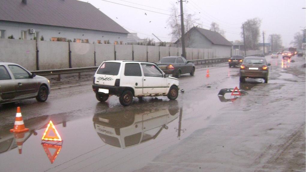 Три отечественных авто не поделили дорогу на западе Тамбова