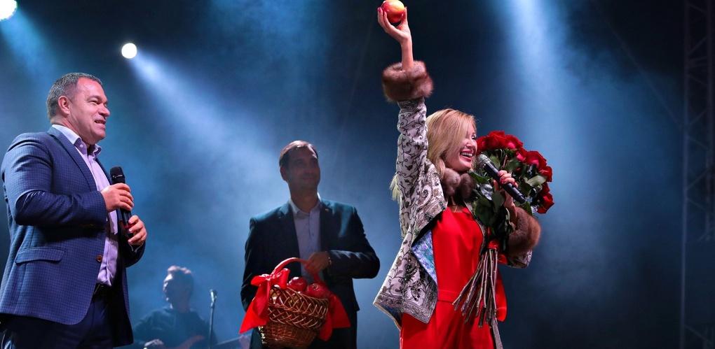 С Днём города жителей Мичуринска поздравила Вика Цыганова