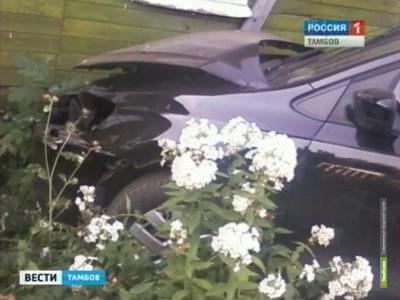 В Тамбове Volkswagen протаранил жилой дом на Воронежской