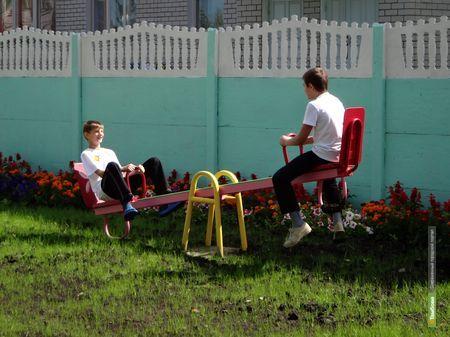 Маленьким пациентам психиатрической клиники ВТамбове подарили детскую площадку