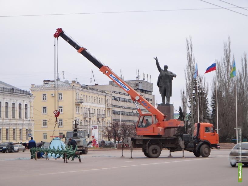 В Тамбове начали устанавливать главную ёлку города