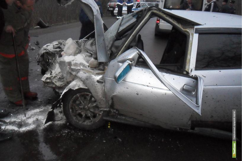 В Мичуринске «двенашка» лоб в лоб столкнулась с Lada Priora