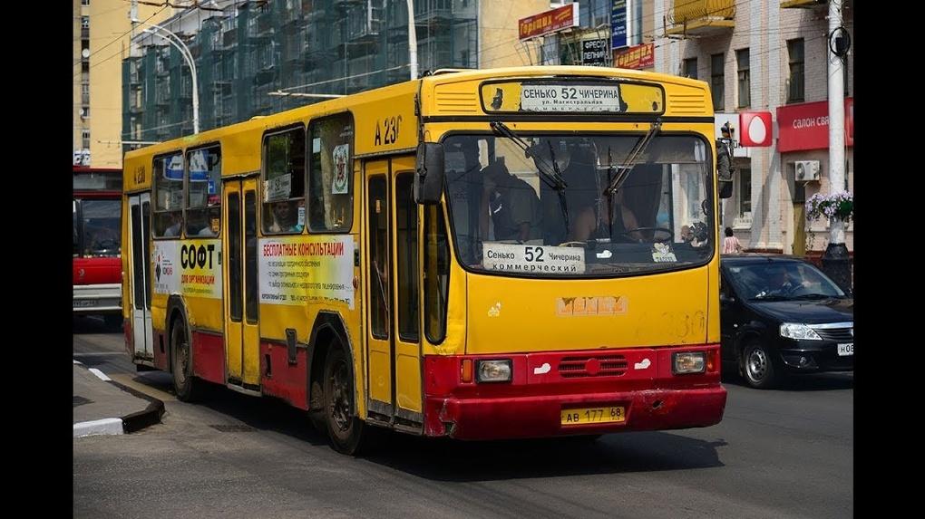 Водитель тамбовского автобуса отъехал от остановки с висящим на улице 3-летним малышом