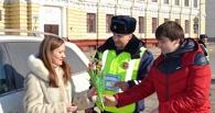 Автоинспекторы поздравили тамбовчанок с 8 марта