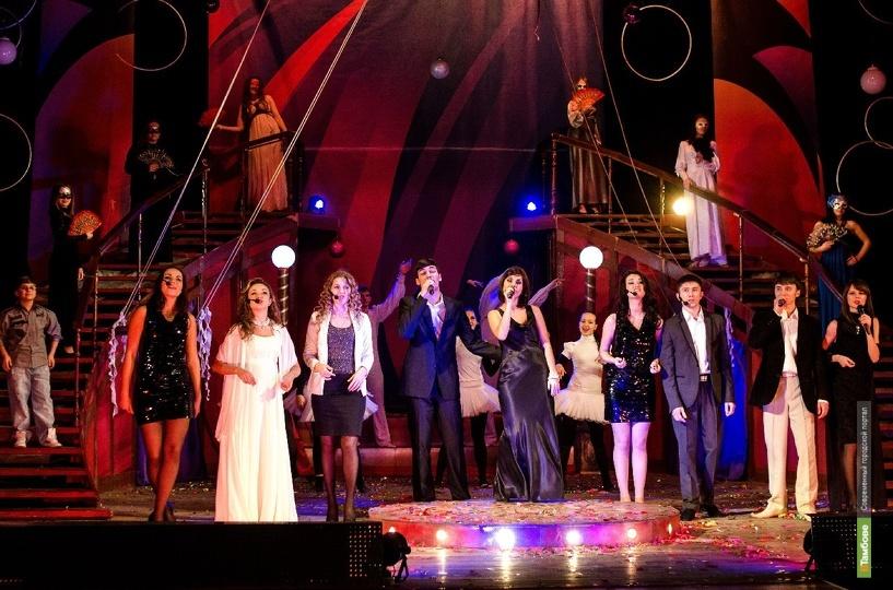 Праздничный концерт ко Дню семьи, любви и верности от создателей музыкального шоу «Арена Звёзд»