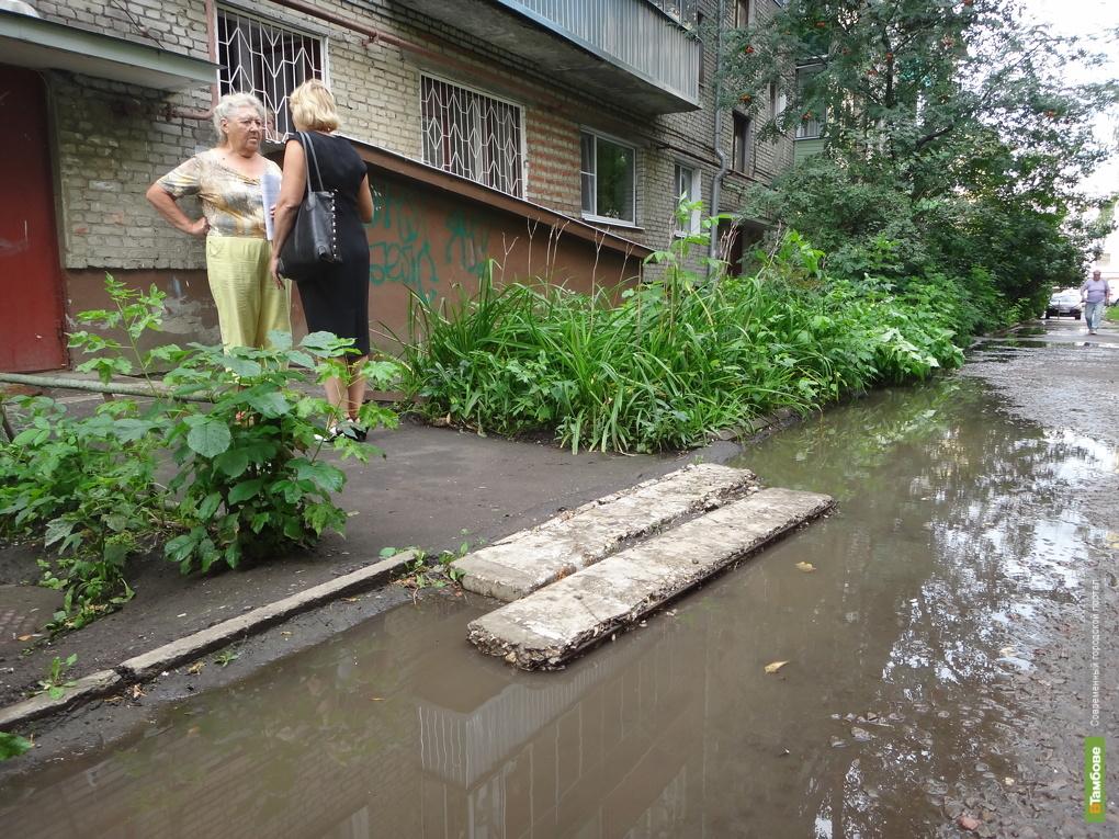 В Тамбове после дождя люди не могут пробраться в свои квартиры