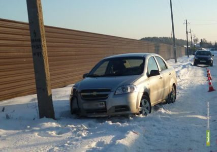 В Тамбовском районе иномарка въехала в электрический столб