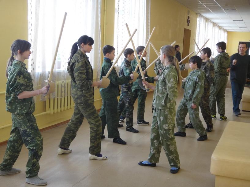 Проверено в Тамбове: какая связь между драками на палках и настоящими боевыми казачьими шашками?