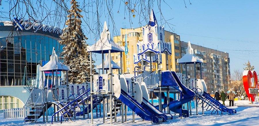 Возле «Кристалла» демонтировали детскую площадку