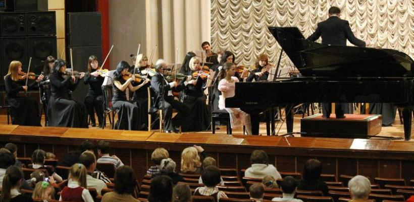 В конкурсе имени В.К.Мержанова приняли участие около 100 пианистов из разных городов