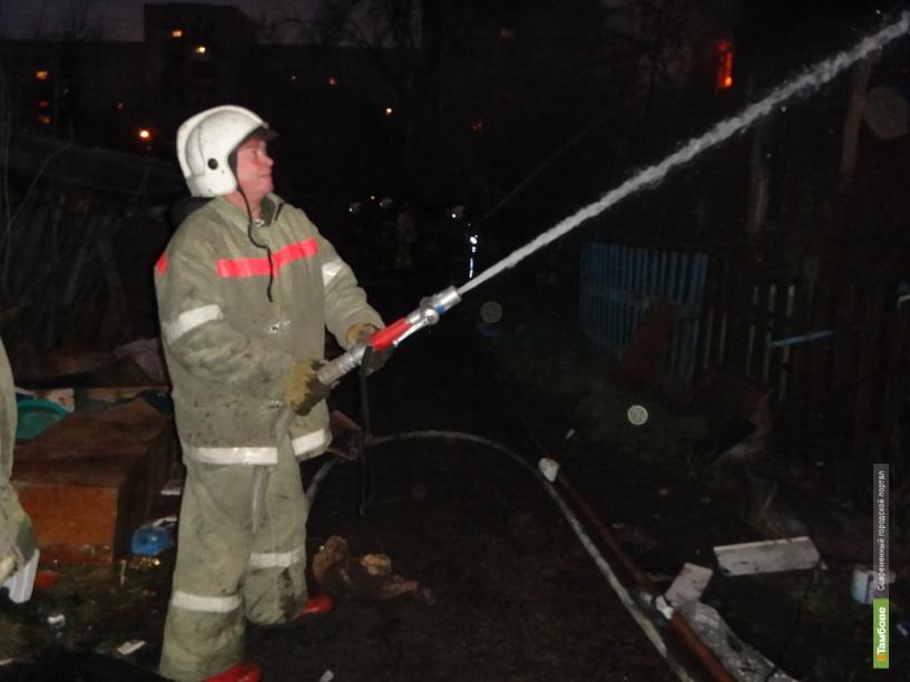 Тамбовские пожарные спасли из огня мужчину