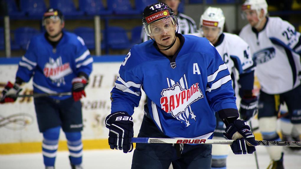 ХК «Тамбов» усилил защиту Иваном Коренковым
