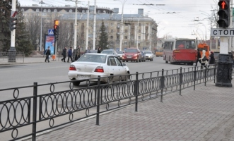 В Тамбове пешеходные дорожки оборудуют перилами