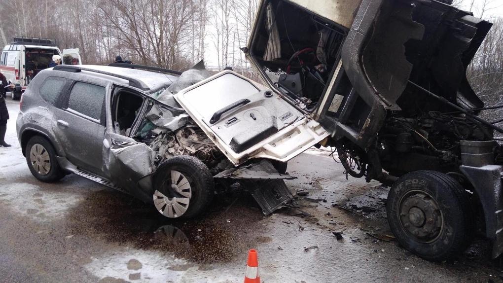 Под Тамбовом «Ниссан» лоб влоб столкнулся с фургоном: есть погибшие