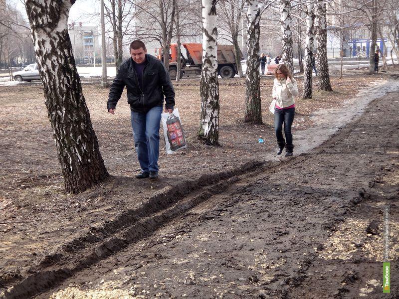 У Тамбовского технического университета исчез тротуар