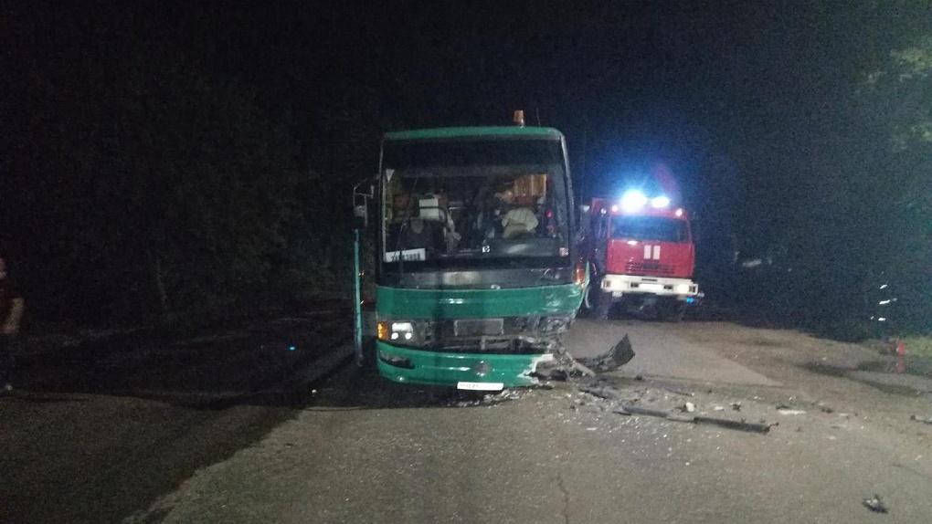 В Моршанске «десятка» врезалась в автобус