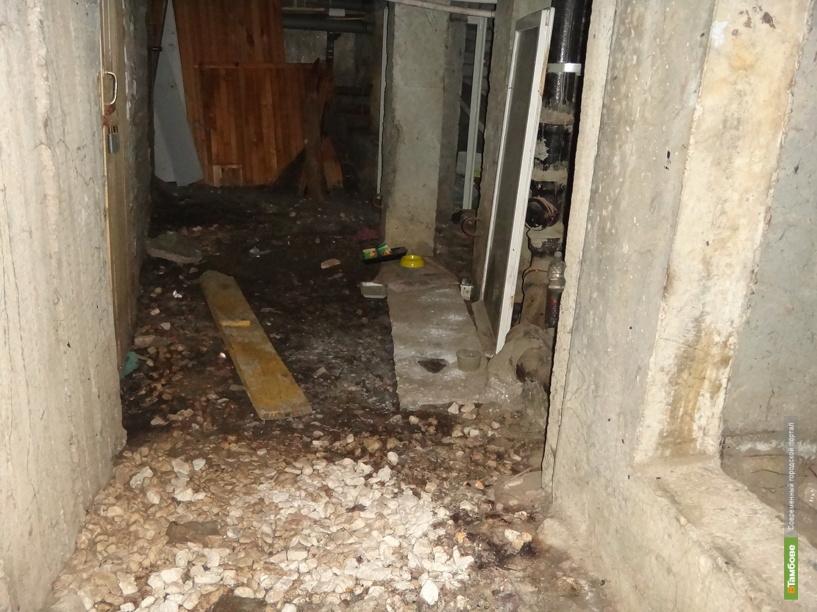 Суд обязал горадминистрацию переселить две семьи из столетнего общежития