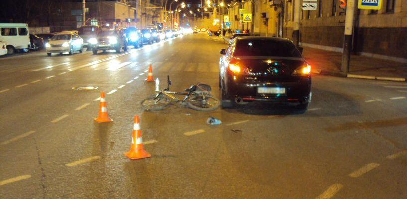 На Советской сбили велосипедиста, который пересекал улицу на «красный»