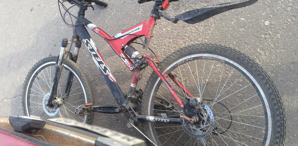 Подросток на велосипеде угодил под машину