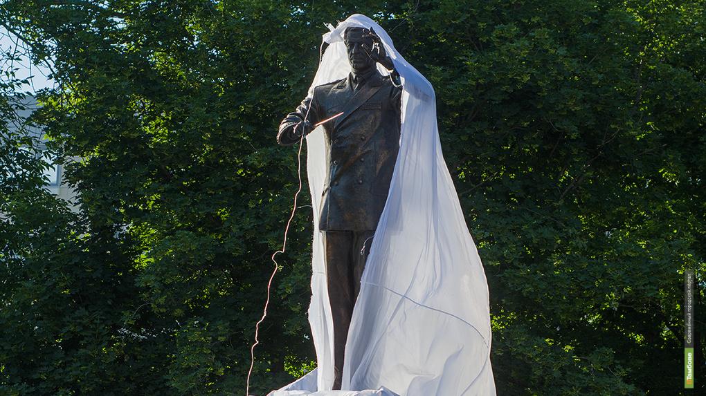 Увековечен в бронзе: единственный в России памятник Валерию Халилову открыли в Тамбове