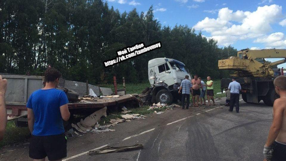 Серьёзное ДТП с фурами в Мордовском районе: водители чудом остались живы