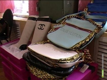 На Центральном рынке Тамбова нашли контрафактные сумки и сапоги
