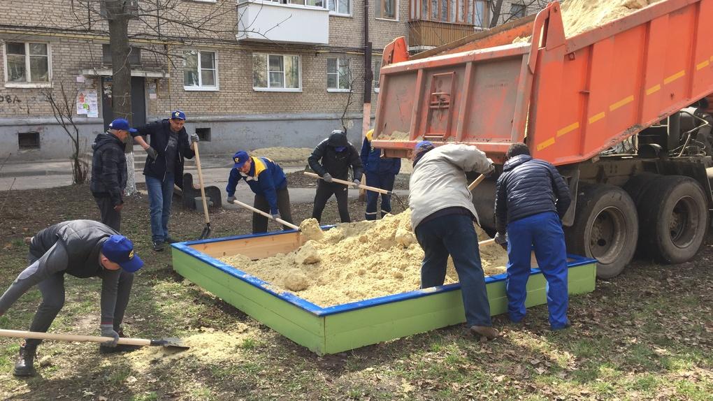 Песочница в подарок: 250 сотрудников энергетической компании вышли на субботники