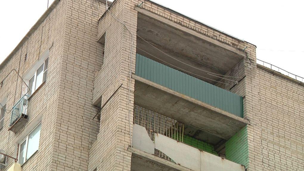 Тамбовские полицейские уговорили подростка покинуть балкон на девятом этаже жилого дома